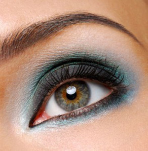 How to properly apply eye shadow source howdoyouapplyeyeshadow ccuart Image collections