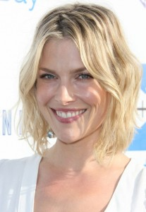 Layered-Short-Wavy-Haircuts-Ali-Larter-Hair