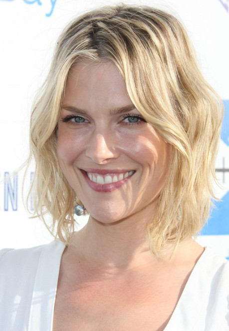 Brooklyn Decker Layered Wavy Hairstyles picture