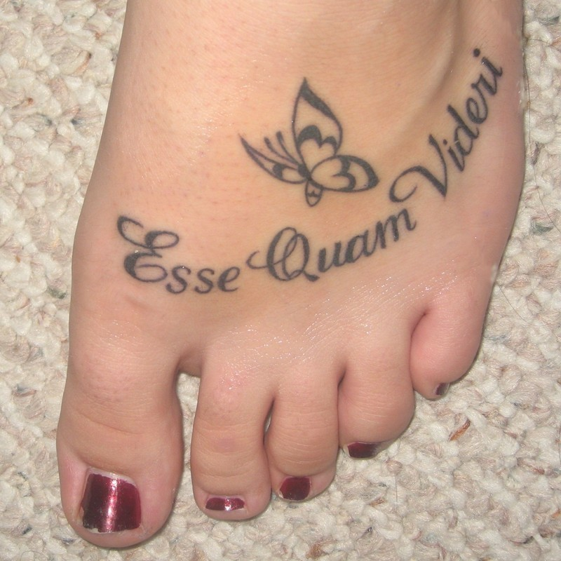 15 cute foot tattoo designs for girls for Tattoo on the foot
