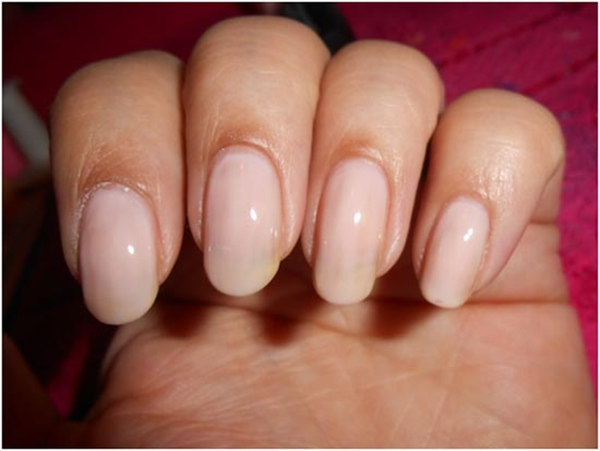 Tutorial: Do the Famous French Manicure easily at Home