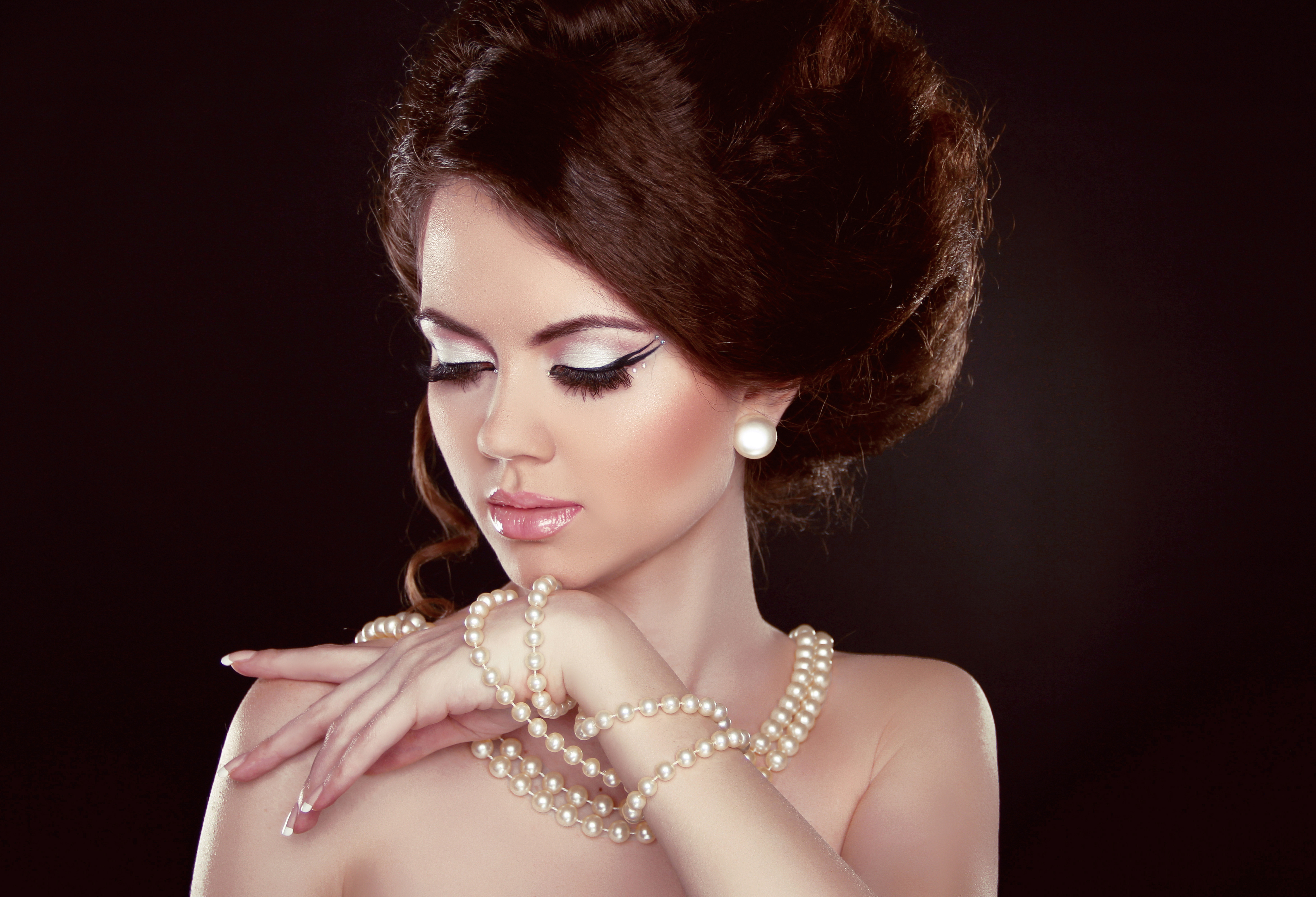 Return To The Classic First: Timeless Pearl Jewelry And A Few Makeup  Accents