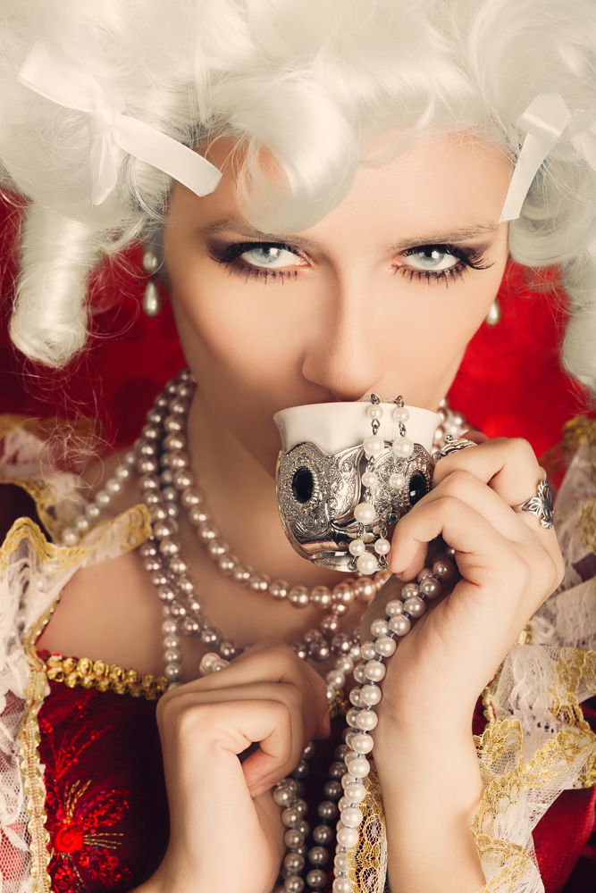 Picture_6_Baroque-style-woman-with-teacup-and-multiple-strands-of-pearls
