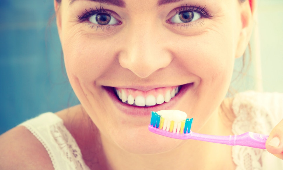 Top 3 Teeth Whitening Toothpastes To Get Rid Of Teeth Discoloration